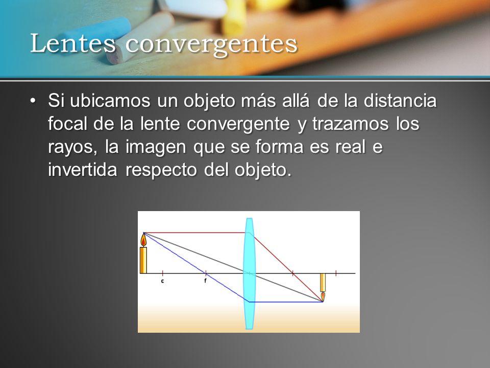 Si ubicamos un objeto más allá de la distancia focal de la lente convergente y trazamos los rayos, la imagen que se forma es real e invertida respecto