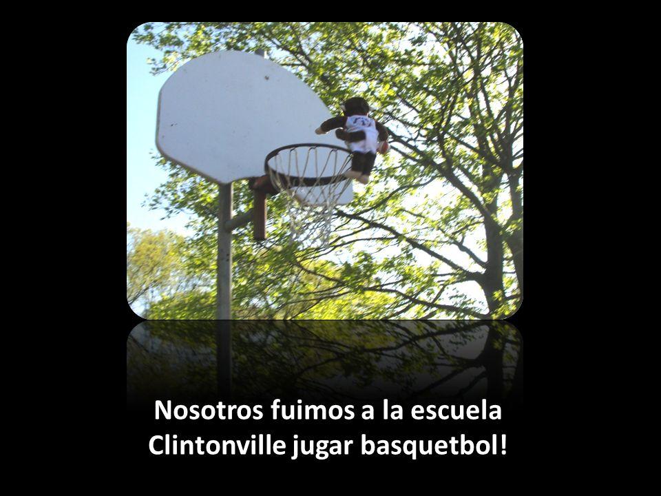 Nosotros fuimos a la escuela Clintonville jugar basquetbol!