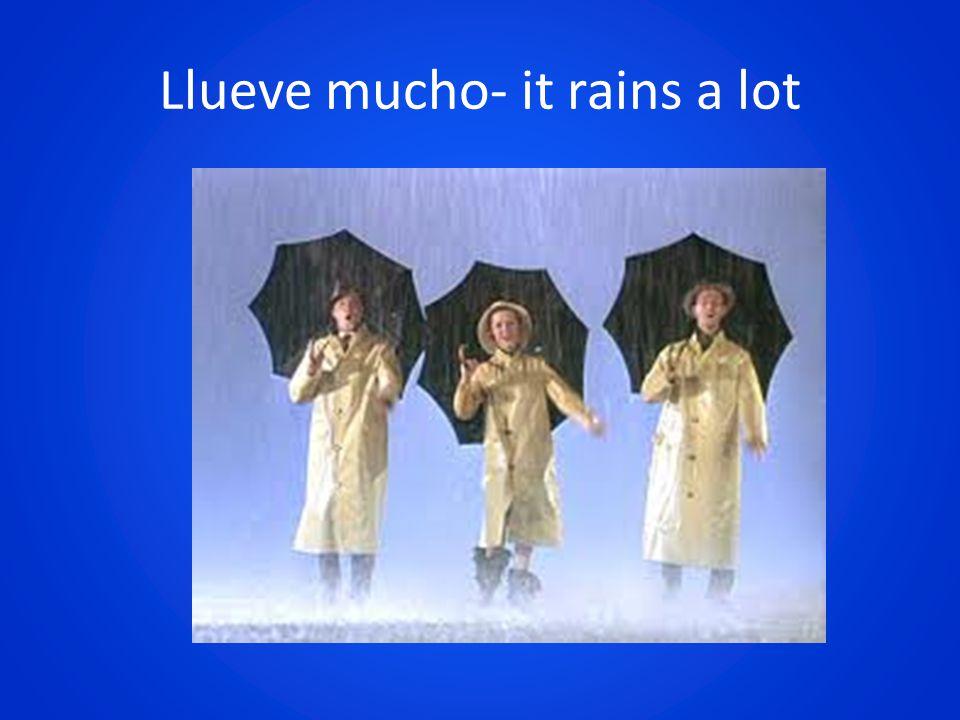 Llueve mucho- it rains a lot