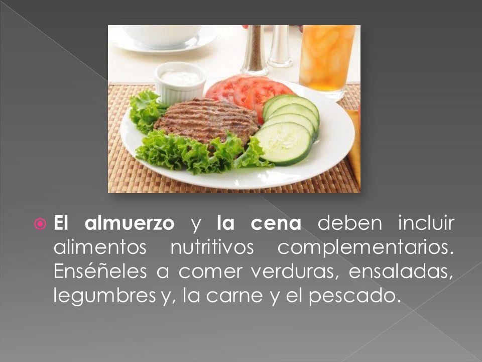 El almuerzo y la cena deben incluir alimentos nutritivos complementarios. Enséñeles a comer verduras, ensaladas, legumbres y, la carne y el pescado.