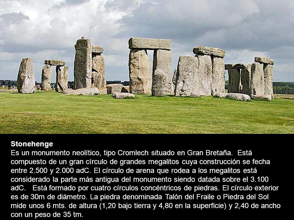 Stonehenge Es un monumento neolítico, tipo Cromlech situado en Gran Bretaña.