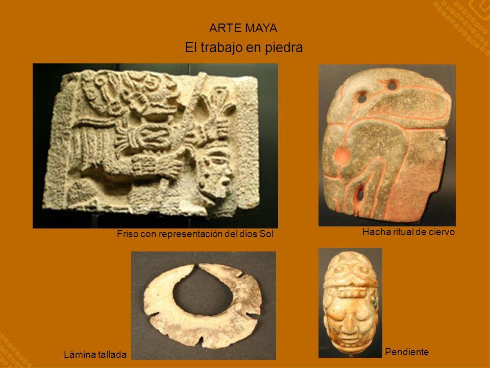 El trabajo en piedra Hacha ritual de ciervo Friso con representación del dios Sol Lámina tallada ARTE MAYA Pendiente