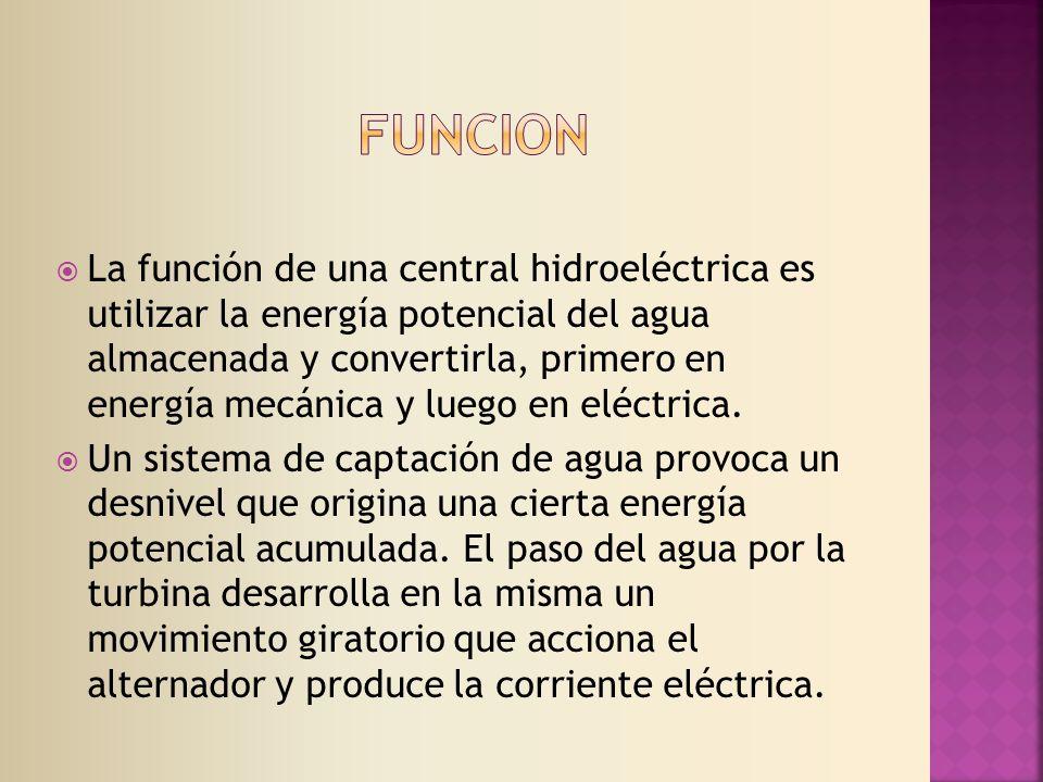 La función de una central hidroeléctrica es utilizar la energía potencial del agua almacenada y convertirla, primero en energía mecánica y luego en eléctrica.