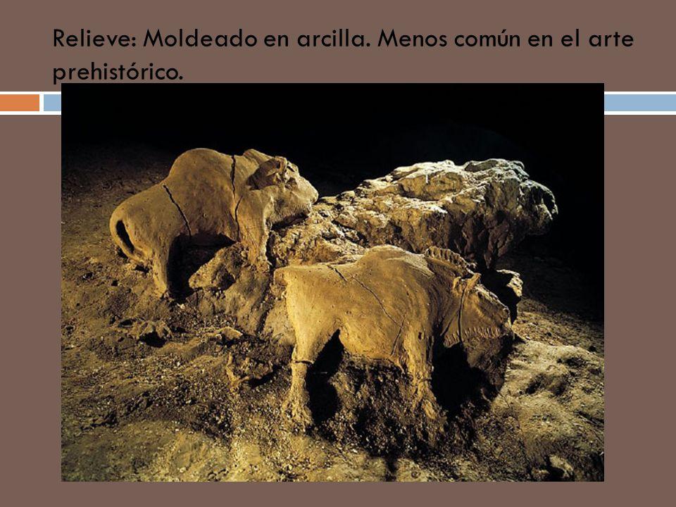 Relieve: Moldeado en arcilla. Menos común en el arte prehistórico.
