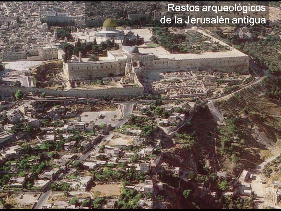 Jerusalén es una de las ciudades más antiguas del mundo, habitada por los jebuseos antes de la llegada de las tribus hebreas a Canaán a principios del