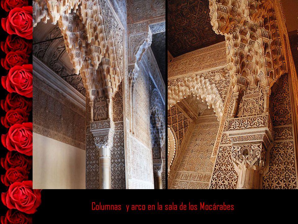 Columnas y arcos del Patio de los Leones