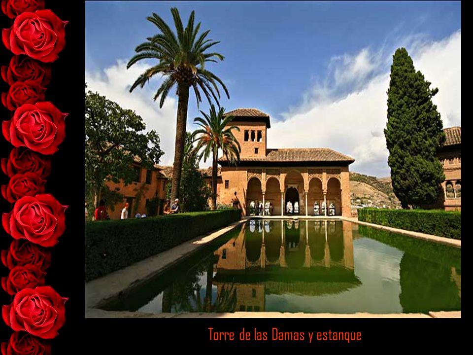 Jardines del Partal con la torre de las damas al fondo