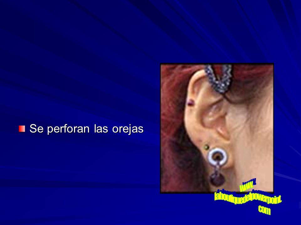 Se perforan las orejas