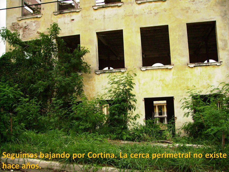 Bajando por la calle Cortina, rumbo a Carmen, después de pasar la otrora escuela Pepito Tey, convertida desde hace algunos años en un albergue de vari