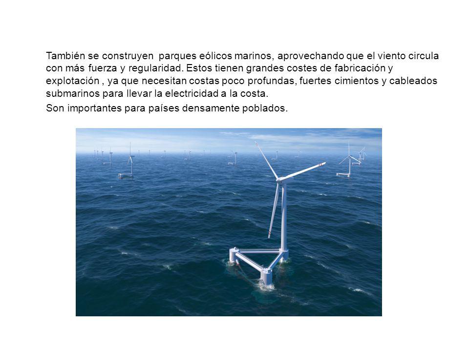 También se construyen parques eólicos marinos, aprovechando que el viento circula con más fuerza y regularidad.