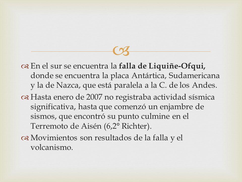 En el sur se encuentra la falla de Liquiñe-Ofqui, donde se encuentra la placa Antártica, Sudamericana y la de Nazca, que está paralela a la C. de los