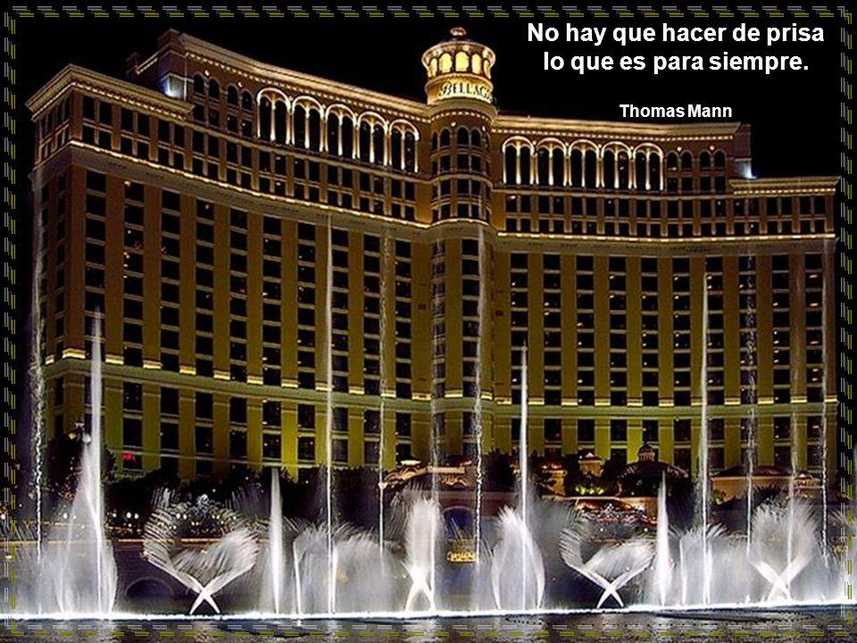 www.vitanoblepowerpoints.net Se vive tan sólo una vez, tan sólo un instante, no te pierdas el de ahora, llénalo de servicio y entrega a los otros. Jor
