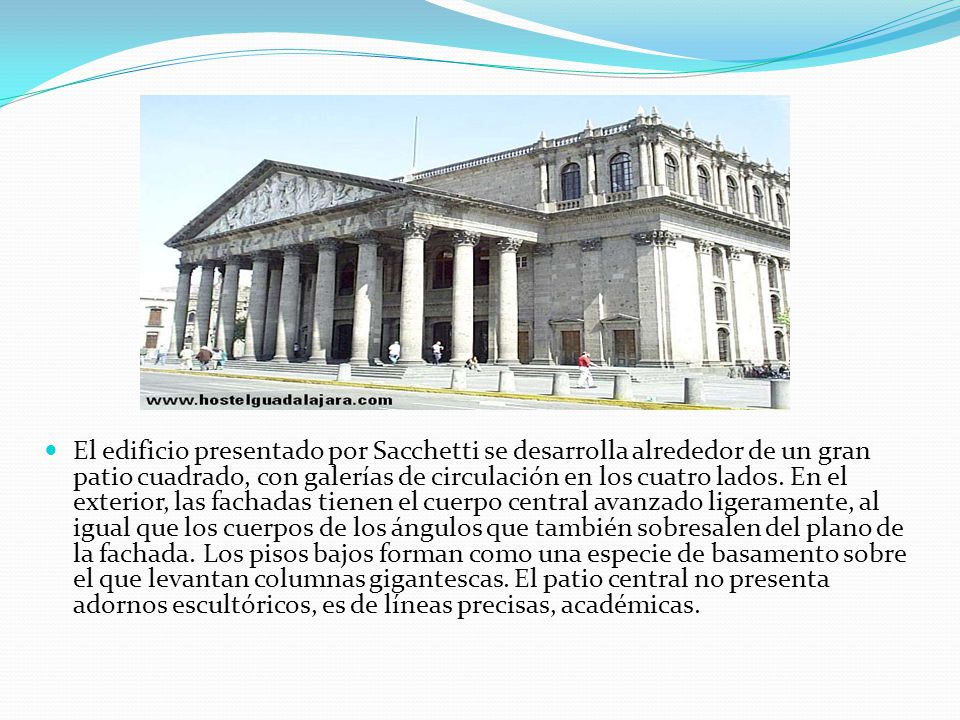 El edificio presentado por Sacchetti se desarrolla alrededor de un gran patio cuadrado, con galerías de circulación en los cuatro lados. En el exterio