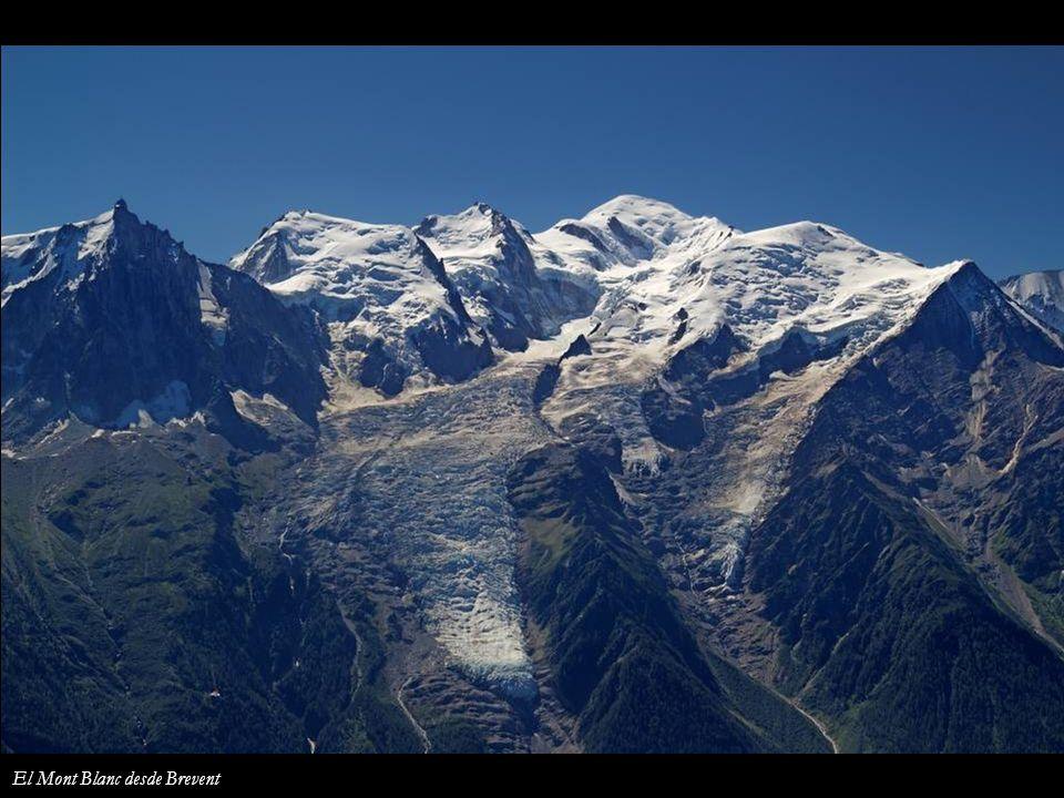 Aiguille de Bionnassay y Refugio Tete Rousse Refugios de Goûter La Bolera