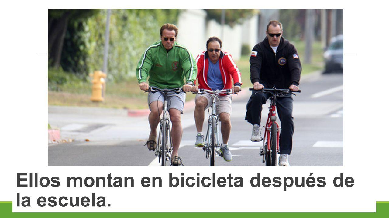 Ellos montan en bicicleta después de la escuela.
