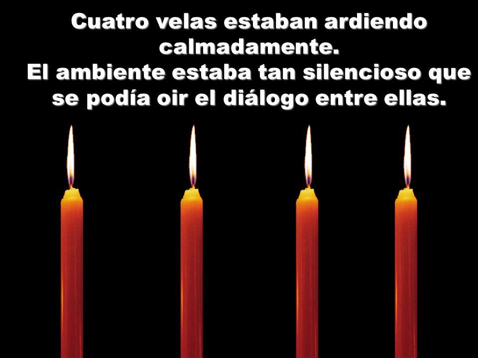 Cuatro velas estaban ardiendo calmadamente.