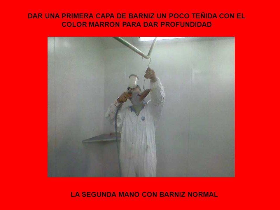 DAR UNA PRIMERA CAPA DE BARNIZ UN POCO TEÑIDA CON EL COLOR MARRON PARA DAR PROFUNDIDAD LA SEGUNDA MANO CON BARNIZ NORMAL