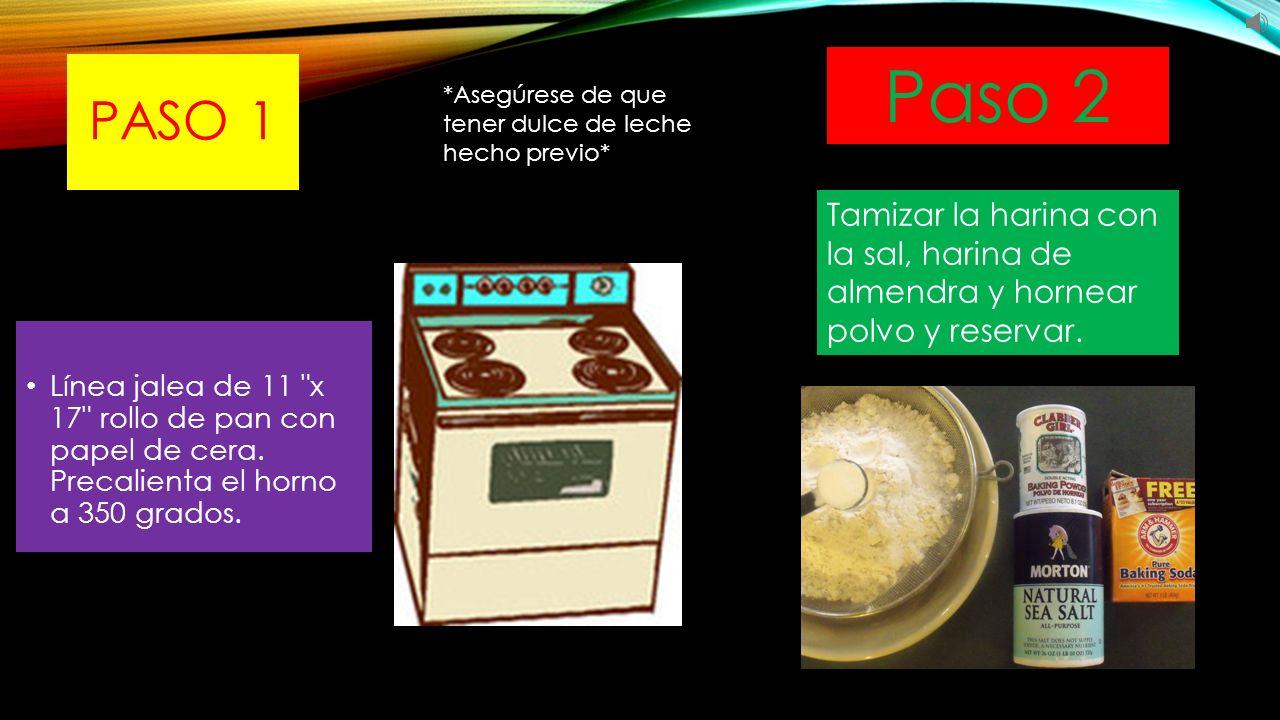 PASO 3 Colocar las claras de huevo en un recipiente de una batidora de pie y batir hasta que se formen picos suaves Paso 4 Añadir 1/4 taza del azúcar y continuar a batir hasta que formen picos.