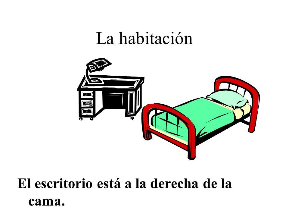 La habitación El escritorio está a la derecha de la cama.