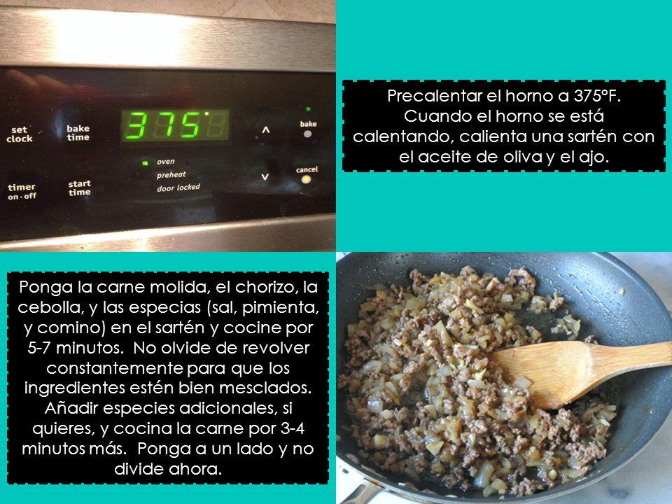 Precalentar el horno a 375°F. Cuando el horno se está calentando, calienta una sartén con el aceite de oliva y el ajo. Ponga la carne molida, el chori
