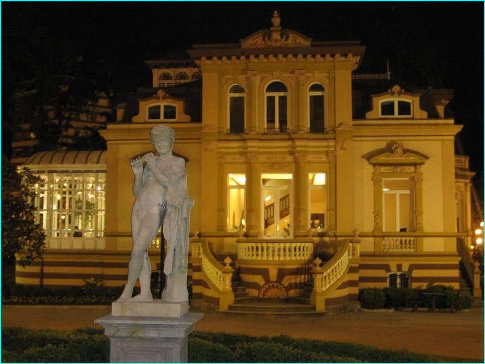 HACER CLIC PARA SEGUIR, SOLAMENTE EN ESTA Hay muchas cosas que visitar en Oviedo, especialmente relacionadas con el llamado Arte prerrománico asturiano, que se desarrolló durante la existencia de ese reino en los siglos IX y X.