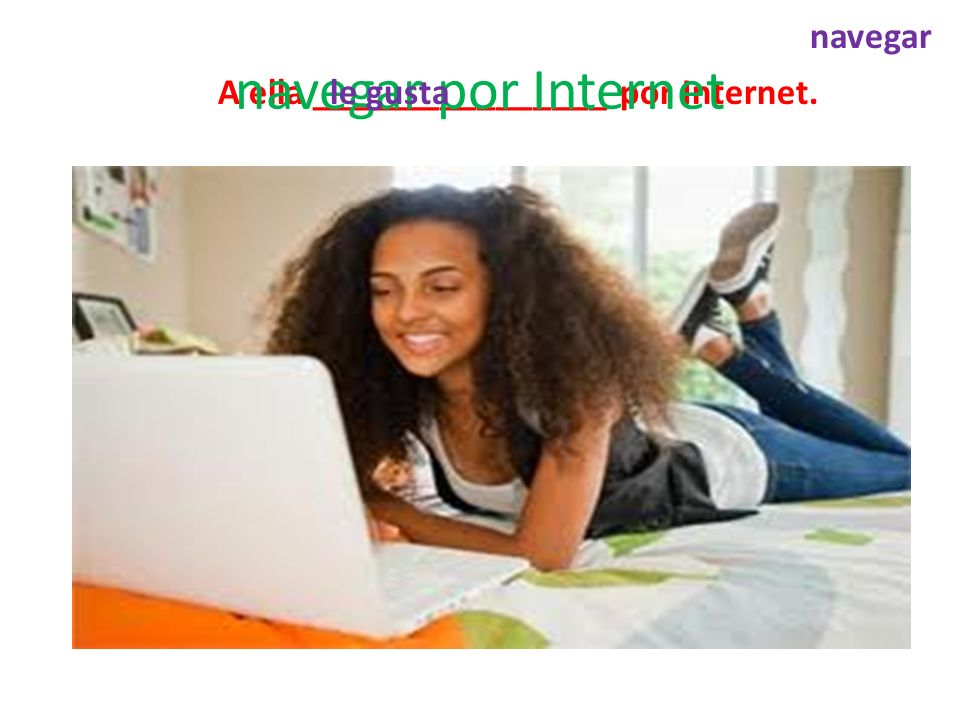 A ella ________________ por Internet. navegar por Internet navegar le gusta