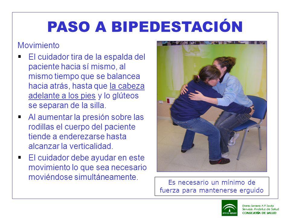 PASO A BIPEDESTACIÓN Movimiento  El cuidador tira de la espalda del paciente hacia sí mismo, al mismo tiempo que se balancea hacia atrás, hasta que l