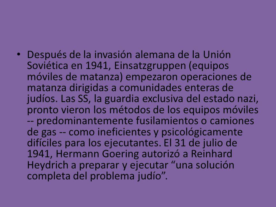 Después de la invasión alemana de la Unión Soviética en 1941, Einsatzgruppen (equipos móviles de matanza) empezaron operaciones de matanza dirigidas a