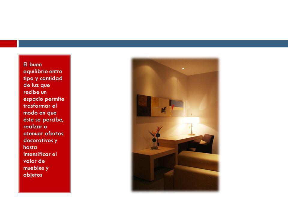 El buen equilibrio entre tipo y cantidad de luz que recibe un espacio permite trasformar el modo en que éste se percibe, realzar o atenuar efectos decorativos y hasta intensificar el valor de muebles y objetos