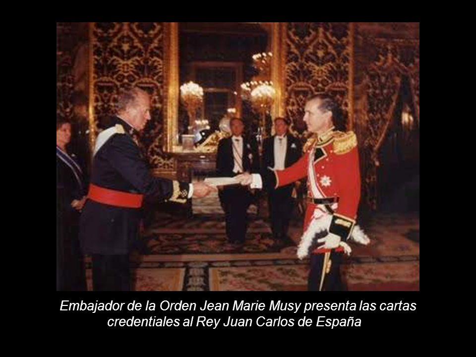 Embajador de la Orden Jean Marie Musy presenta las cartas credentiales al Rey Juan Carlos de España -