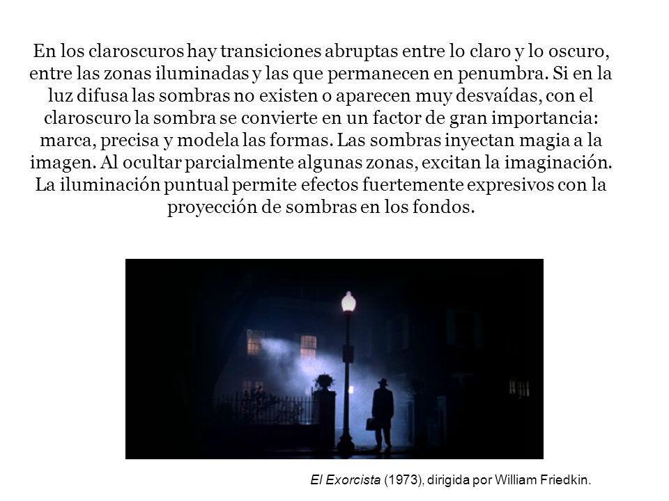 El efecto expresionista es el resultado de la iluminación: choques violentos de luz y sombra, cascadas luminosas que invaden la pantalla.
