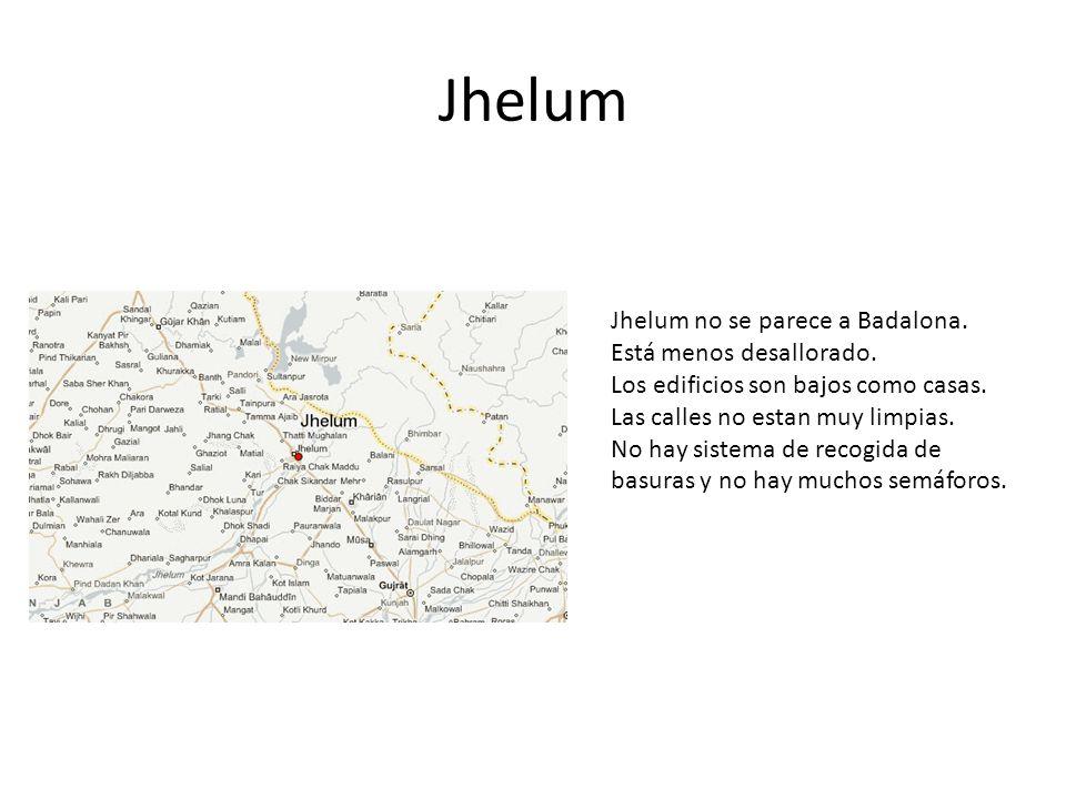 Jhelum Jhelum no se parece a Badalona. Está menos desallorado. Los edificios son bajos como casas. Las calles no estan muy limpias. No hay sistema de