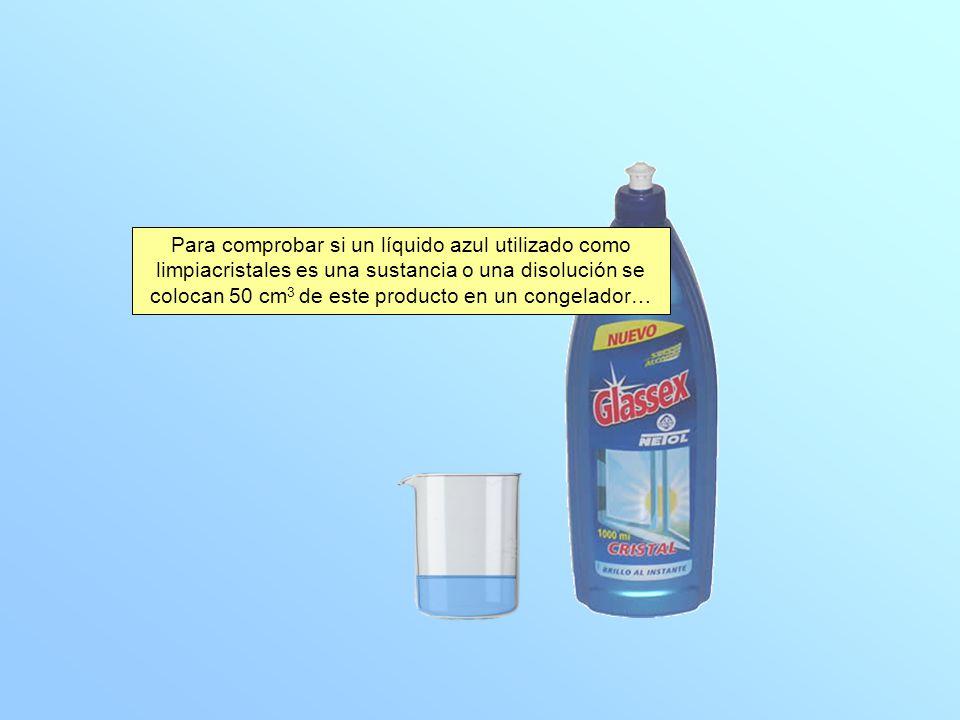 Para comprobar si un líquido azul utilizado como limpiacristales es una sustancia o una disolución se colocan 50 cm 3 de este producto en un congelador…