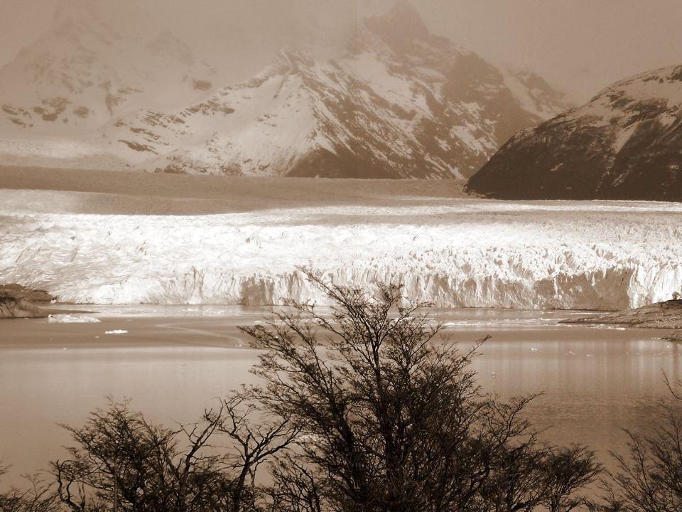El Glaciar Perito Moreno está ubicado en Argentina, naciendo del Campo de Hielo Patagónico Sur.