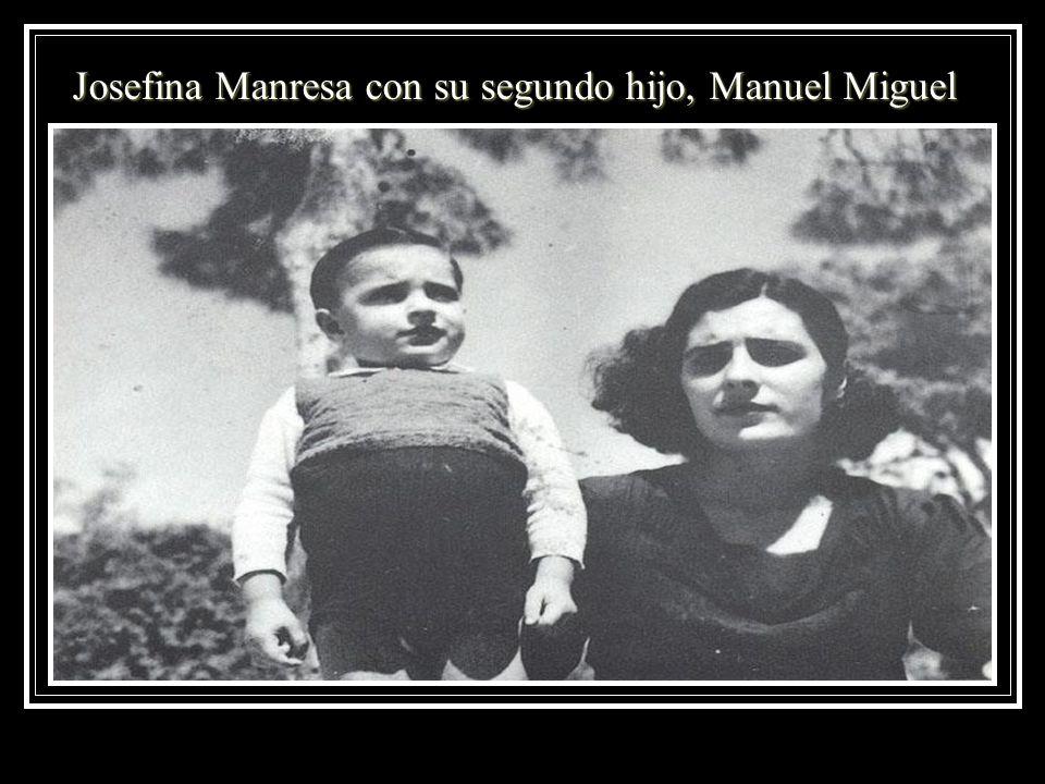 Josefina Manresa con su segundo hijo, Manuel Miguel
