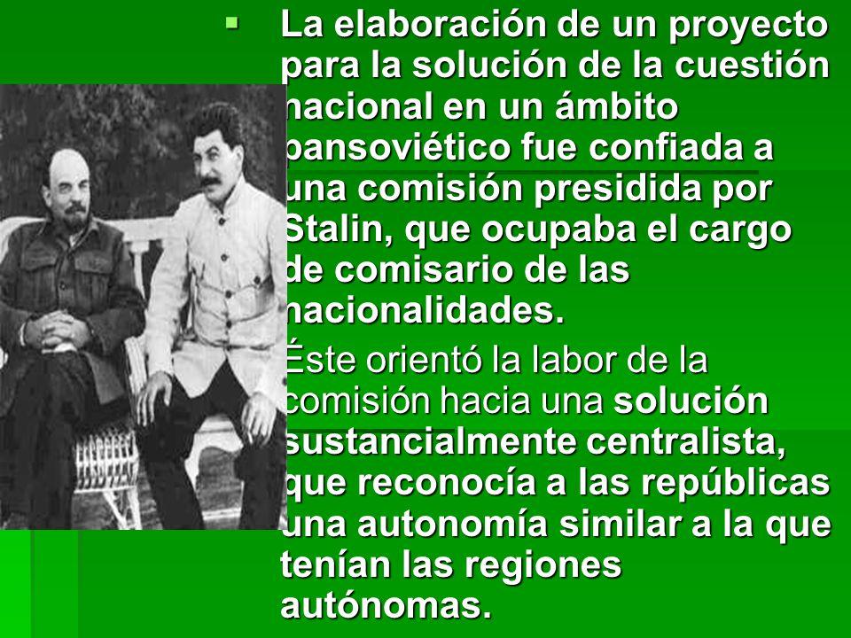 La elaboración de un proyecto para la solución de la cuestión nacional en un ámbito pansoviético fue confiada a una comisión presidida por Stalin, que ocupaba el cargo de comisario de las nacionalidades.