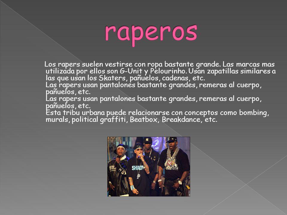 Los rapers suelen vestirse con ropa bastante grande. Las marcas mas utilizada por ellos son G-Unit y Pelourinho. Usan zapatillas similares a las que u