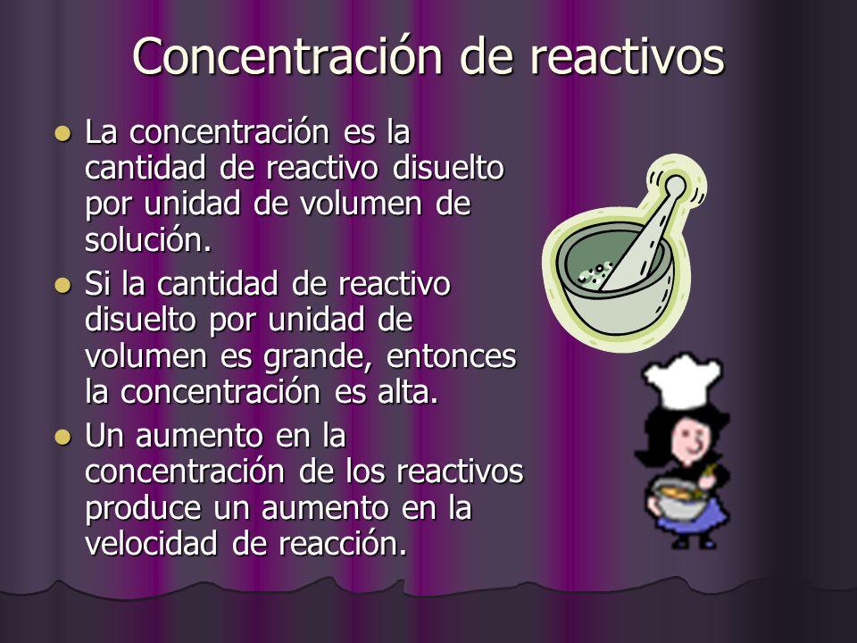 Concentración de reactivos La concentración es la cantidad de reactivo disuelto por unidad de volumen de solución. La concentración es la cantidad de