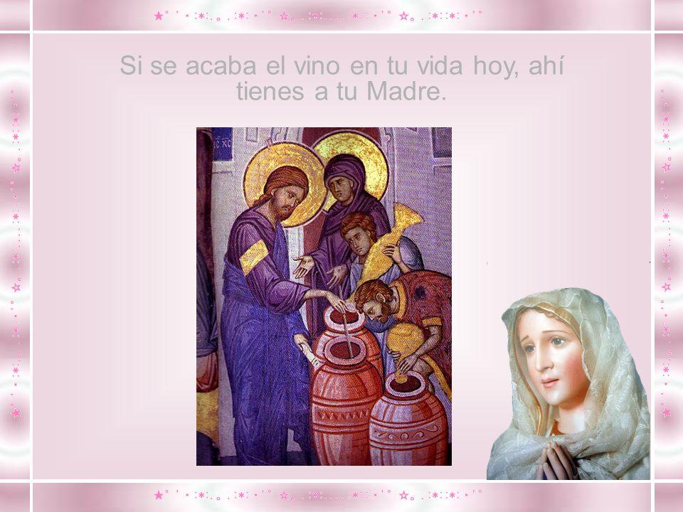 Jesús viendo su Madre y a su lado al discípulo amado, dice a su Madre: Mujer, ahí tienes a tu hijo.
