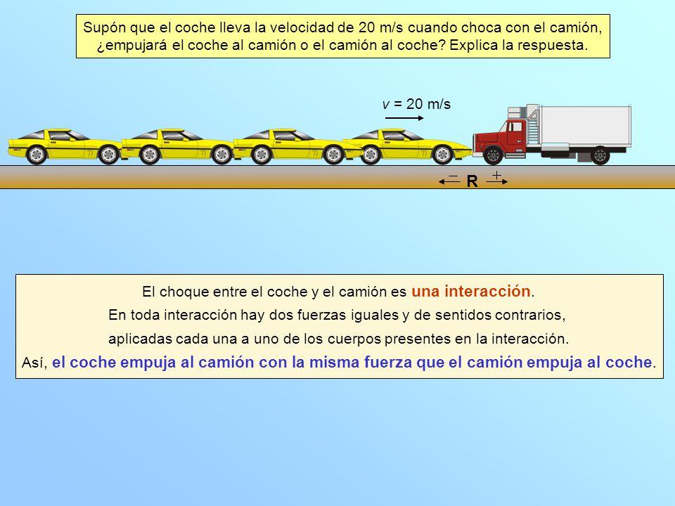 El choque entre el coche y el camión es una interacción. En toda interacción hay dos fuerzas iguales y de sentidos contrarios, aplicadas cada una a un