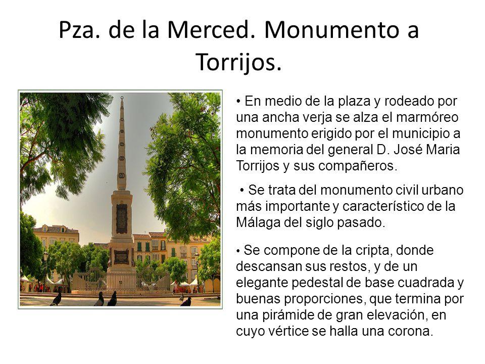 Pza. de la Merced. Monumento a Torrijos. En medio de la plaza y rodeado por una ancha verja se alza el marmóreo monumento erigido por el municipio a l