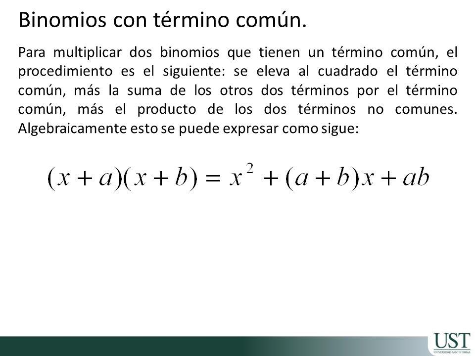 Para multiplicar dos binomios que tienen un término común, el procedimiento es el siguiente: se eleva al cuadrado el término común, más la suma de los otros dos términos por el término común, más el producto de los dos términos no comunes.