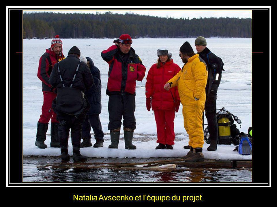 Ci-contre le passage quil a fallu ouvrir pour accéder à la mer gelée. Frente a la abertura que se tuvo que hacer para acceder al mar helado.