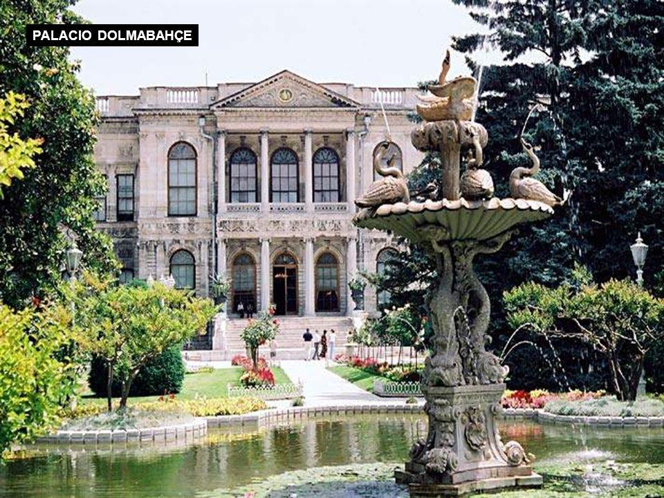 PALACIO DOLMABAHÇE DESDE EL BOSFORO