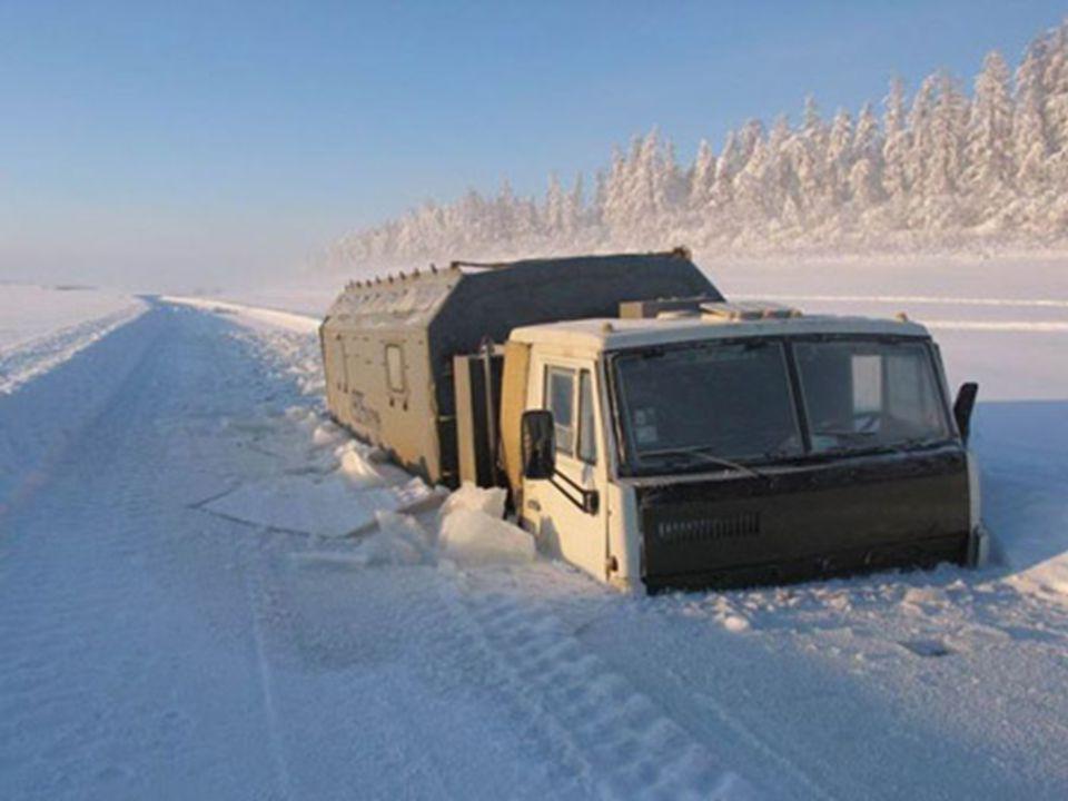 Para llegar hasta Oymyakon se debe recorrer la autopista de Kolyma, carretera construida por orden de Stalin, donde se utilizo como mano de obra a con