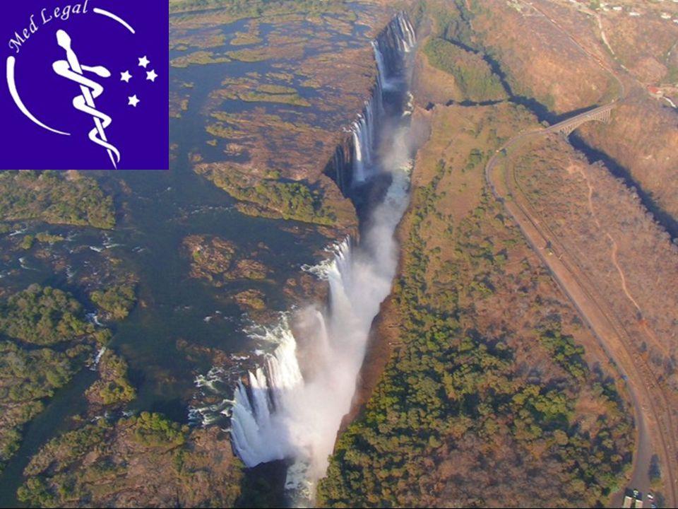 Las Cataratas Victoria, son un salto de agua del rio Zambeze, situadas en la frontera de Zambia y Zimbawe. Están ubicadas en el distrito de Livingston