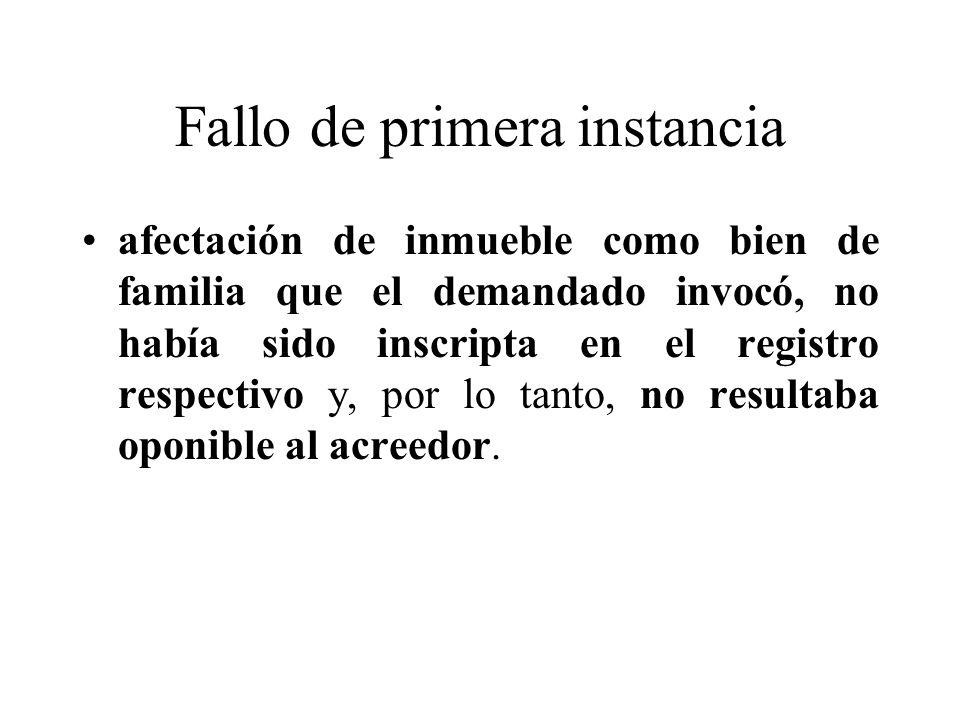 Fallo de primera instancia afectación de inmueble como bien de familia que el demandado invocó, no había sido inscripta en el registro respectivo y, por lo tanto, no resultaba oponible al acreedor.