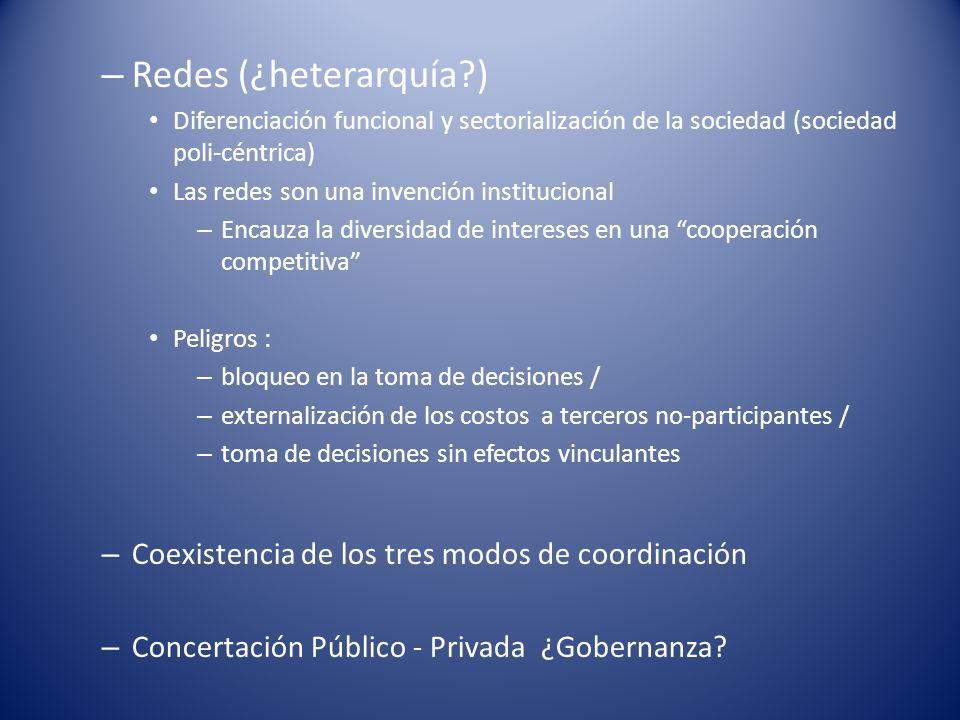 – Redes (¿heterarquía?) Diferenciación funcional y sectorialización de la sociedad (sociedad poli-céntrica) Las redes son una invención institucional