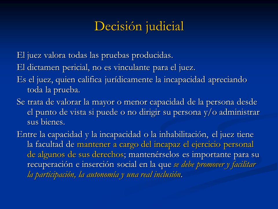 Decisión judicial El juez valora todas las pruebas producidas. El dictamen pericial, no es vinculante para el juez. Es el juez, quien califica jurídic