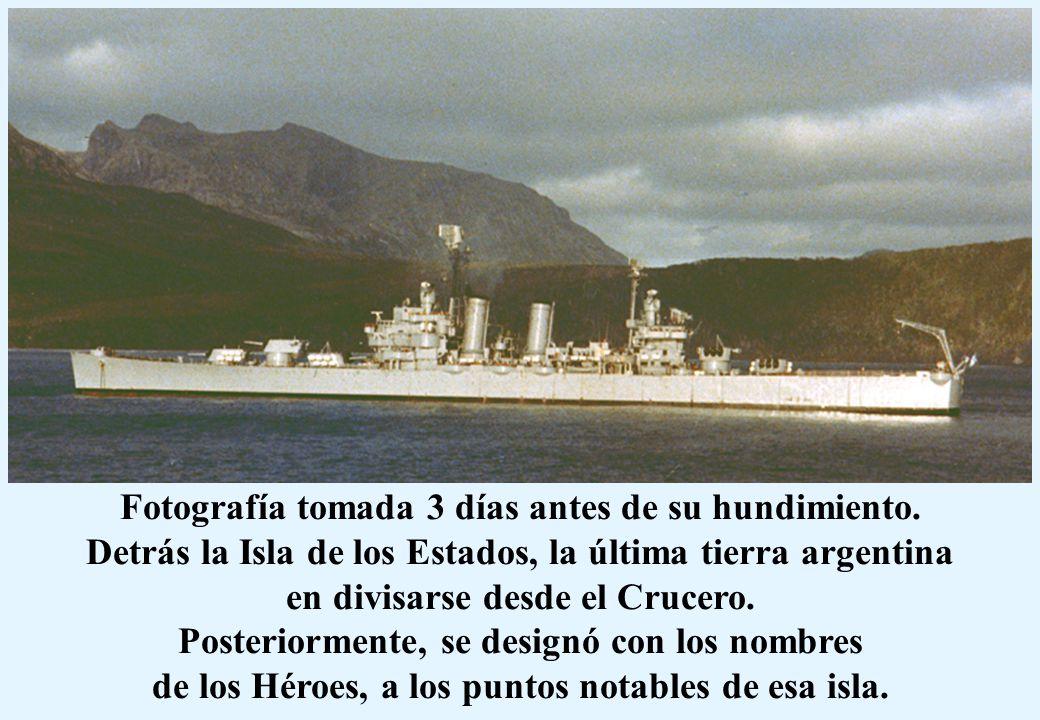 Fotografía tomada 3 días antes de su hundimiento. Detrás la Isla de los Estados, la última tierra argentina en divisarse desde el Crucero. Posteriorme
